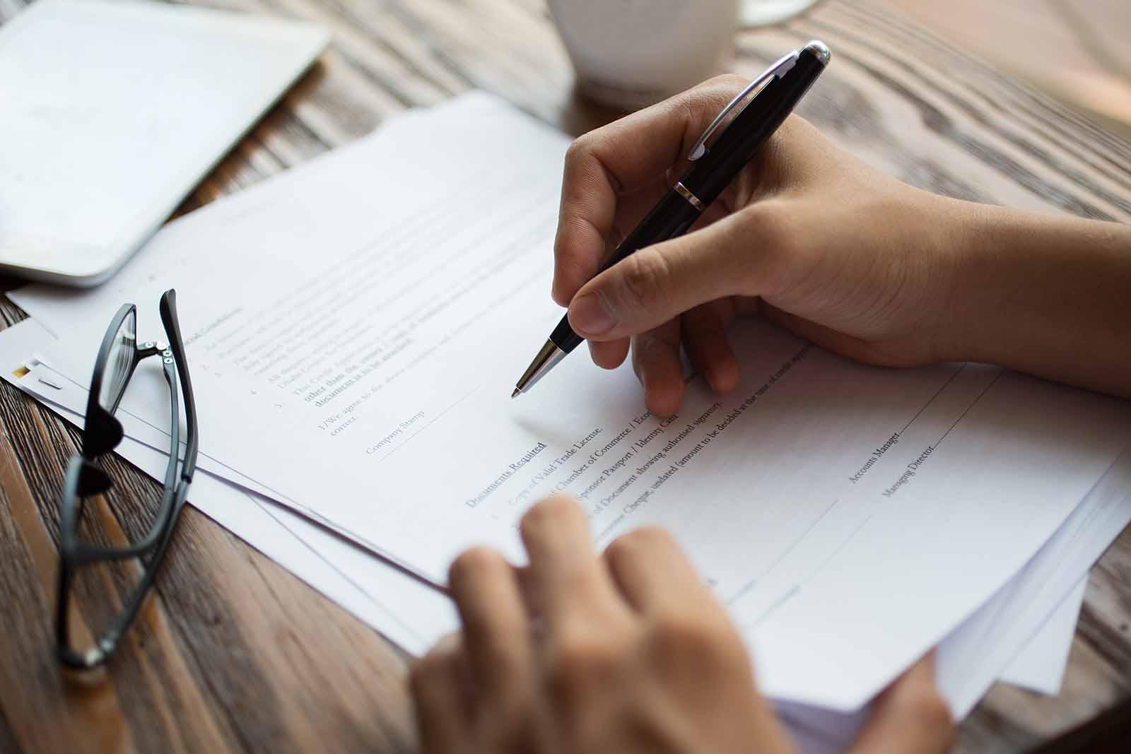 firma de contrato o firma de papeles