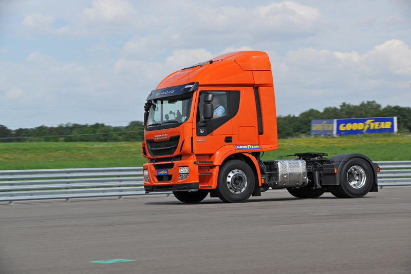 Foto Iveco_kmax_fuelmax_driving_hr_01 Neumaticos Goodyear