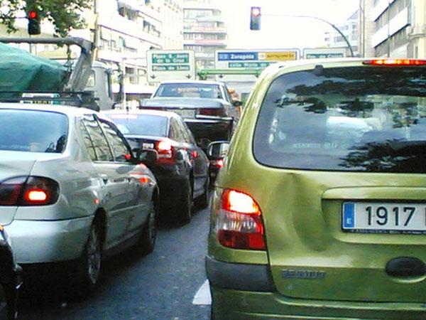 Cuando llueve los atascos en Madrid están servidos