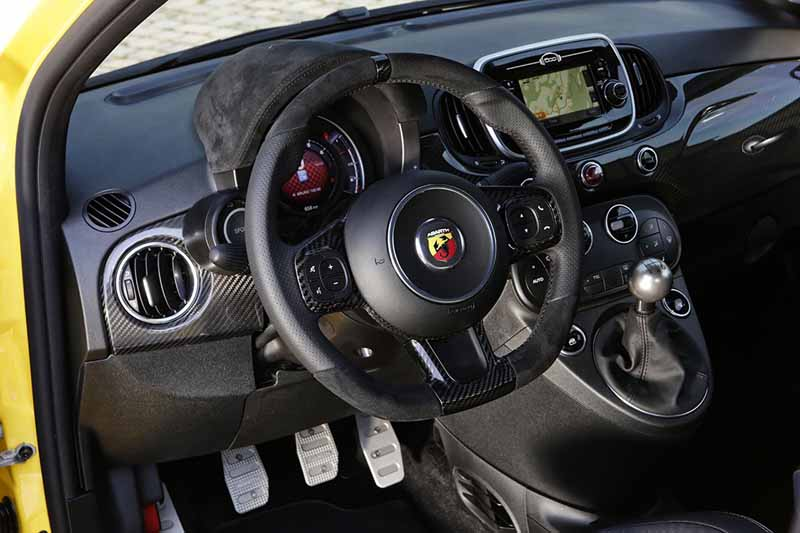 Foto Interiores Abarth 595 Dos Volumenes 2016