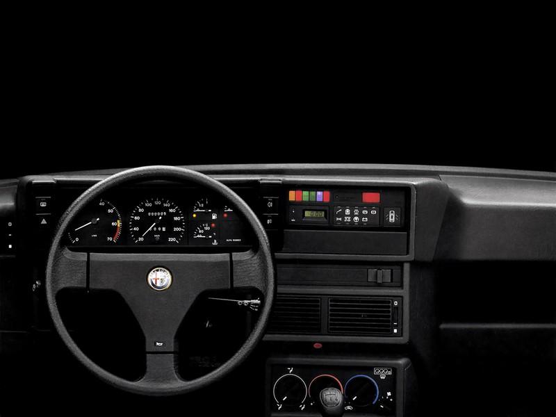 Alfa Romeo 75 - Salpicadero