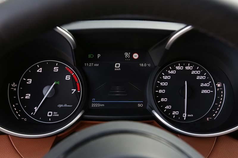 Alfa Romeo Giulia y Stelvio 2020, foto cuadro de mandos