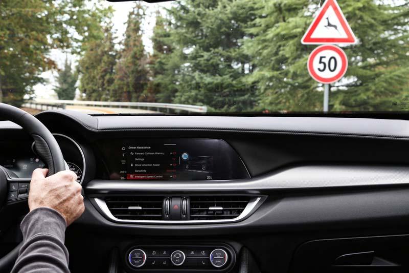Alfa Romeo Giulia y Stelvio 2020, foto reconocimiento de señales