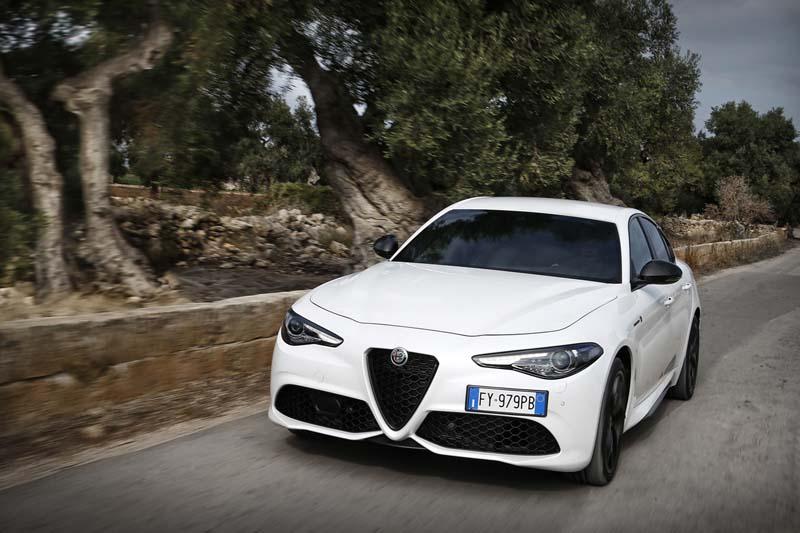 Foto Exteriores (1) Alfa Romeo Giulia Sedan 2020