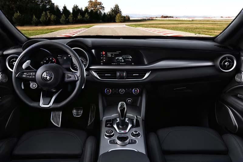 Alfa Romeo Giulia y Stelvio 2020, foto salpicadero