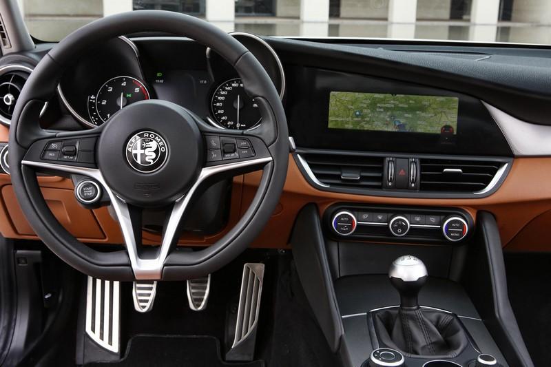 Foto Salpicadero Alfa Romeo Giulia-prueba Sedan 2016