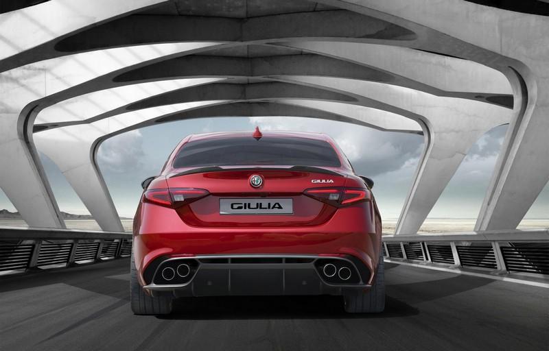 Foto Trasera Alfa Romeo Giulia Quadrifoglio Sedan 2016
