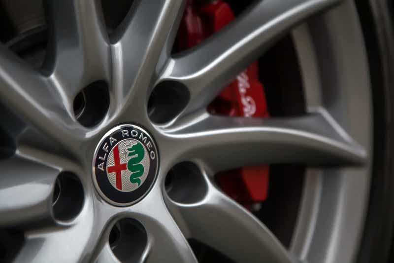 Foto Detalles(29) Alfa Romeo Giulia Veloce Sedan 2017