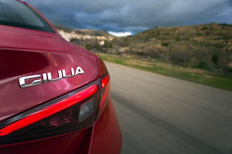 Foto Detalles(43) Alfa Romeo Giulia Veloce Sedan 2017