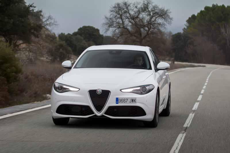 Foto Exteriores(15) Alfa Romeo Giulia Veloce Sedan 2017