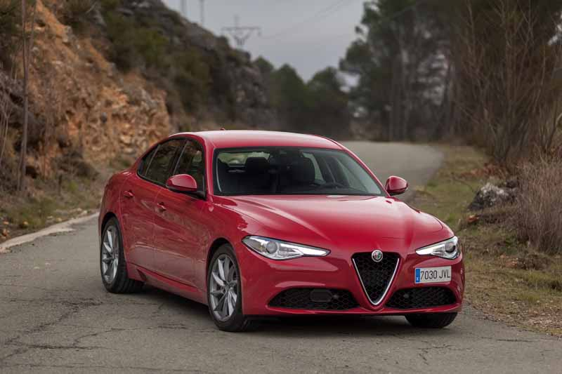 Foto Exteriores(17) Alfa Romeo Giulia Veloce Sedan 2017