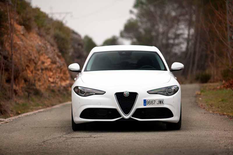 Foto Exteriores(3) Alfa Romeo Giulia Veloce Sedan 2017