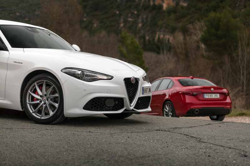 Foto Exteriores(4) Alfa Romeo Giulia Veloce Sedan 2017