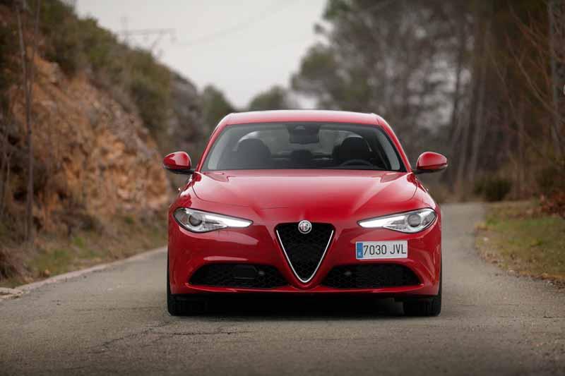 Foto Exteriores(5) Alfa Romeo Giulia Veloce Sedan 2017
