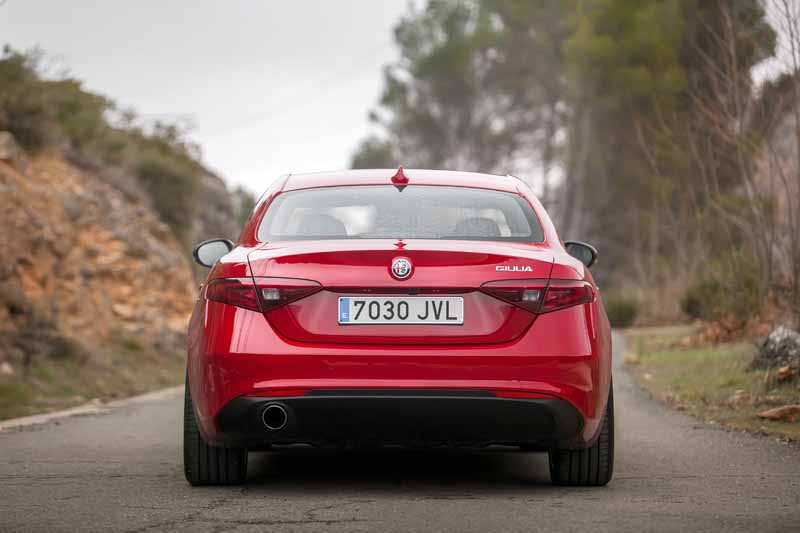 Foto Exteriores(8) Alfa Romeo Giulia Veloce Sedan 2017