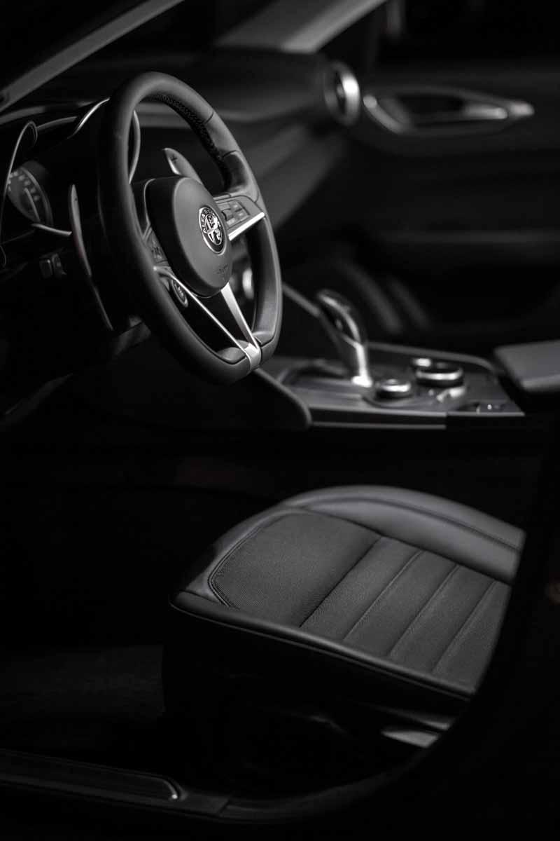 Foto Interiores(4) Alfa Romeo Giulia Veloce Sedan 2017