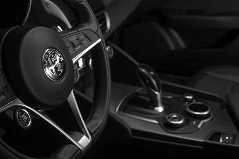 Foto Interiores(5) Alfa Romeo Giulia Veloce Sedan 2017