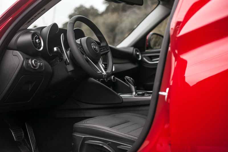 Foto Interiores(8) Alfa Romeo Giulia Veloce Sedan 2017