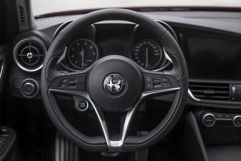 Foto Interiores(9) Alfa Romeo Giulia Veloce Sedan 2017