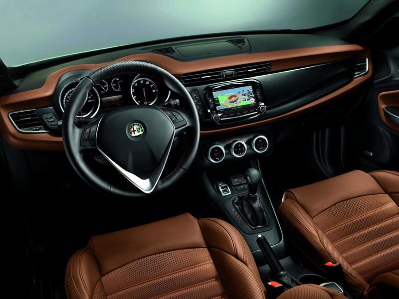 Foto Interiores Alfa Romeo Giulietta Dos Volumenes 2013