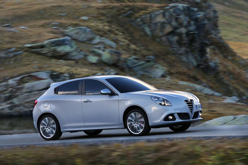Foto Lateral Alfa Romeo Giulietta Dos Volumenes 2013
