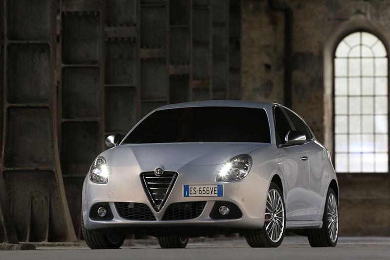 Foto Perfil Alfa Romeo Giulietta Dos Volumenes 2013