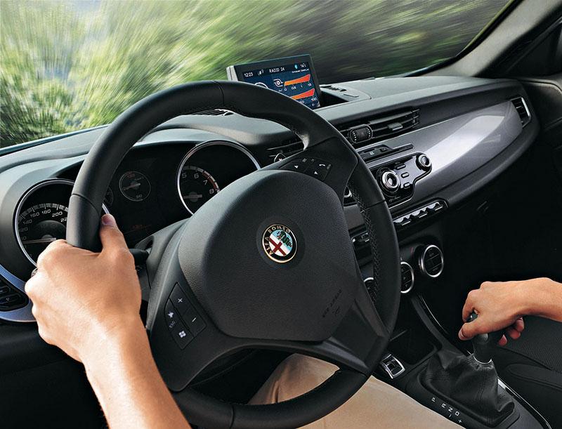 Foto Interiores Alfa Romeo Giulietta Tct Dos Volumenes 2012