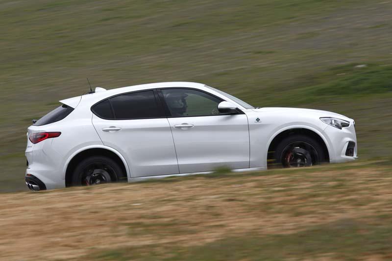 Alfa Romeo Stelvio Quadrifoglio, foto lateral