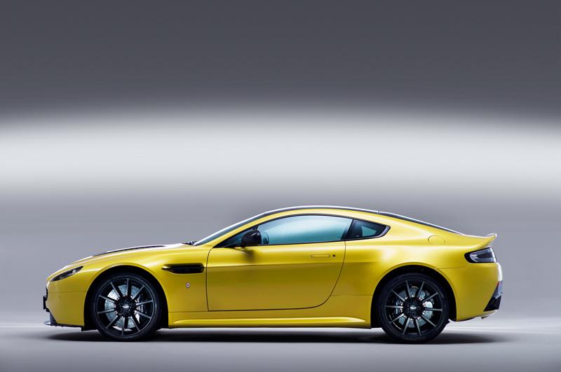 Foto Lateral Aston Martin Vantage S Cupe 2013