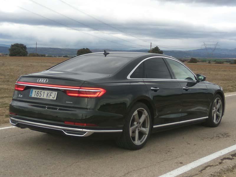 Audi A8 50 TDI, foto trasera