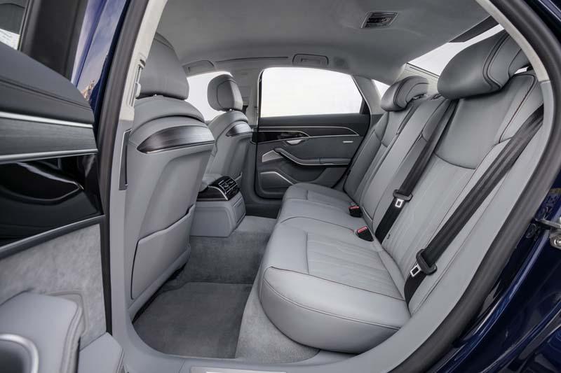 Audi A8 50 TDI, foto asientos traseros
