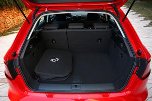 Foto Interiores 1 Audi A3-e-tron Dos Volumenes 2015