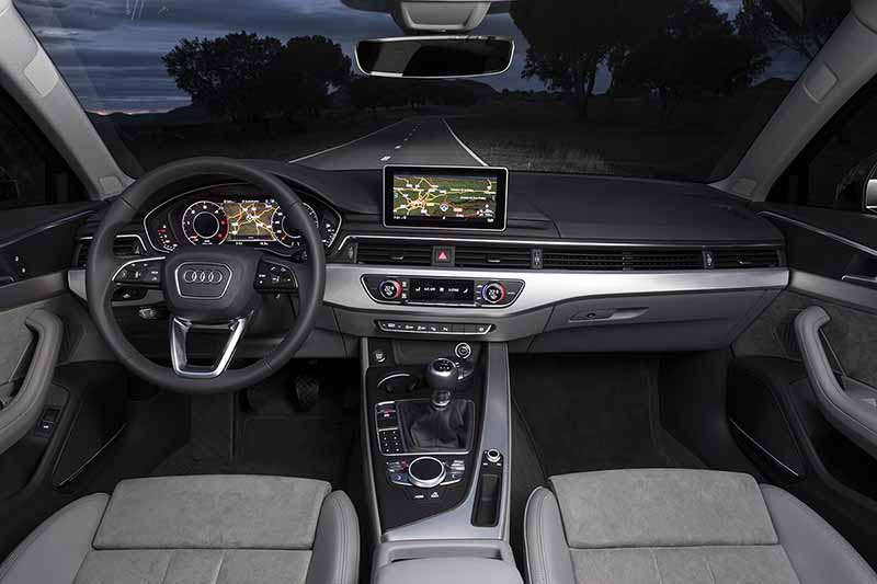 Salpicadero Audi A4 2016