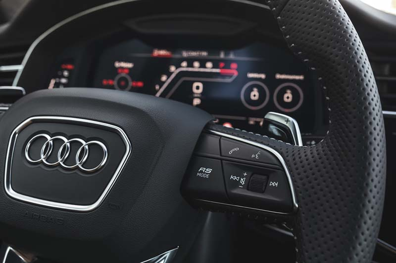 Audi RS Q8, foto volante y cuadro virtual cockpit