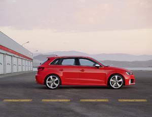 Foto Lateral Audi Rs3-sportback Dos Volumenes 2015