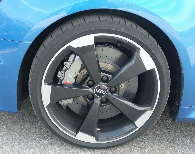 Audi RS 3 Sportback 2017, foto frenos cerámicos