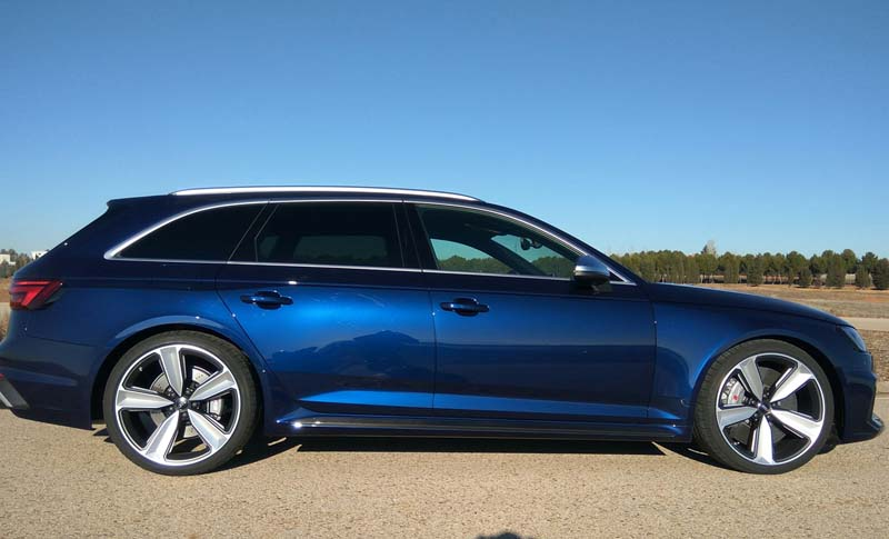Audi RS4 Avant, foto lateral