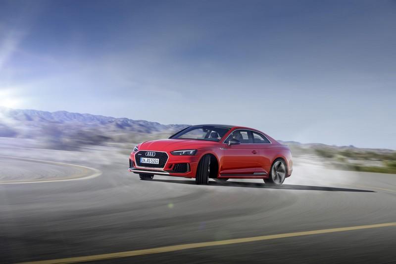 Audi RS5 Coupé 2017 derrapando