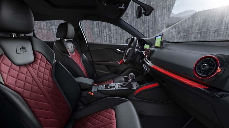Audi SQ2 2019, foto butacas delanteras