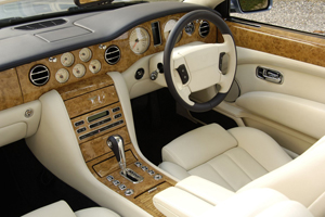 Foto Newazure200512 l2 w3000 h1993 2 Bentley Azure Descapotable 2009