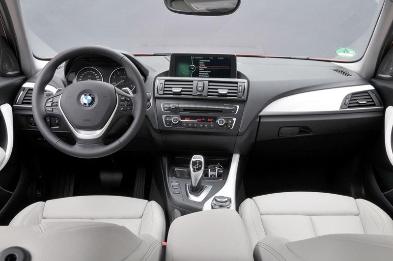 BMW Serie 1, salpicadero