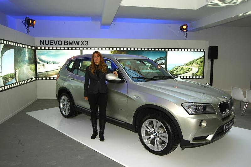 Rosa Caniego, Directora de comunicación de BMW España, con el nuevo X3