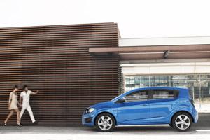 Foto Perfil Chevrolet Aveo Dos Volumenes 2011