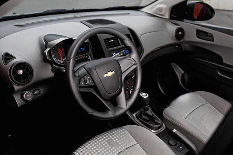 Foto Interiores Chevrolet Aveo Dos Volumenes 2011