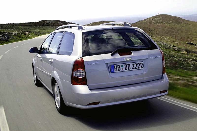 Foto Trasero Chevrolet Nubira Familiar 2008