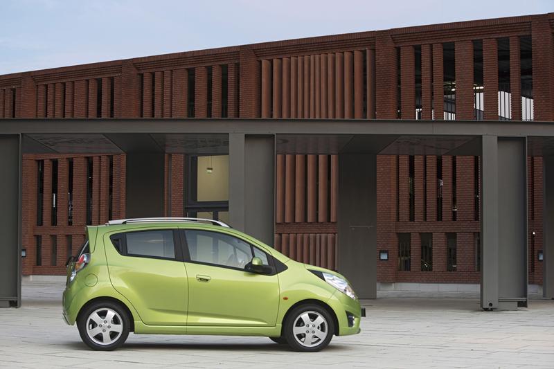 Foto Lateral Chevrolet Spark Dos Volumenes 2012