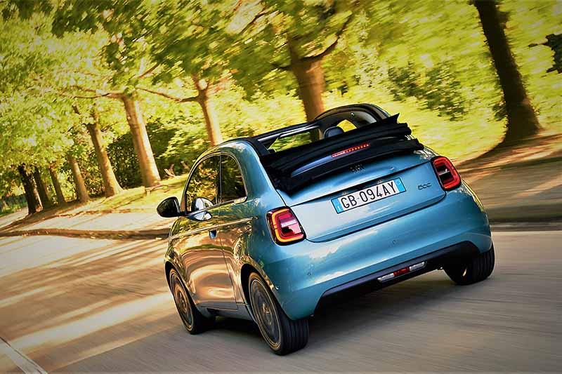 Foto Trasera Fiat 500e Dos Volumenes 2020