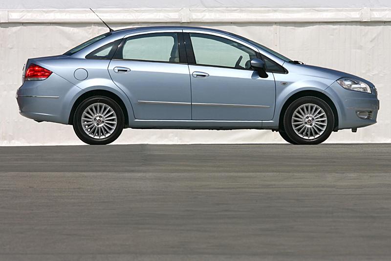 Foto Perfil Fiat Linea Sedan 2007