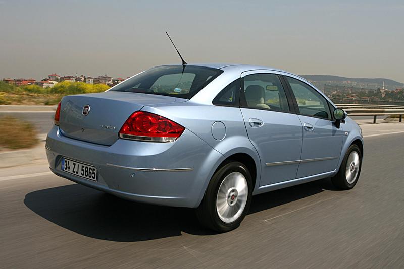 Foto Trasero Fiat Linea Sedan 2007