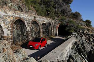 Foto Exteriores 02 Fiat Punto Dos Volumenes 2012